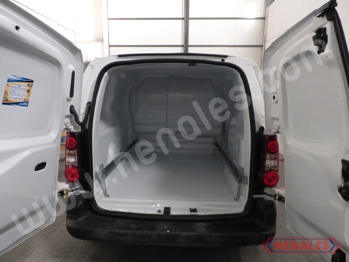 furgoneta  revestimiento interior  sujecion de carga carrocerias henales